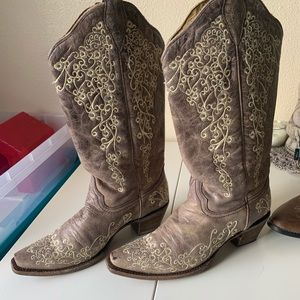Woman's corral cowboy boots